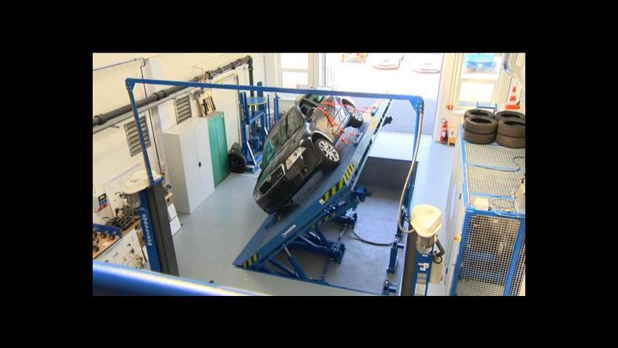 Video Pardubické laboratoře slouží pro výzkum kolejové i silniční dopravy
