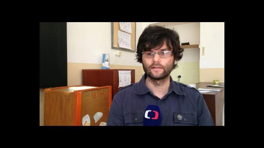 Video Školní kompostaci popisuje biolog Radek Malý