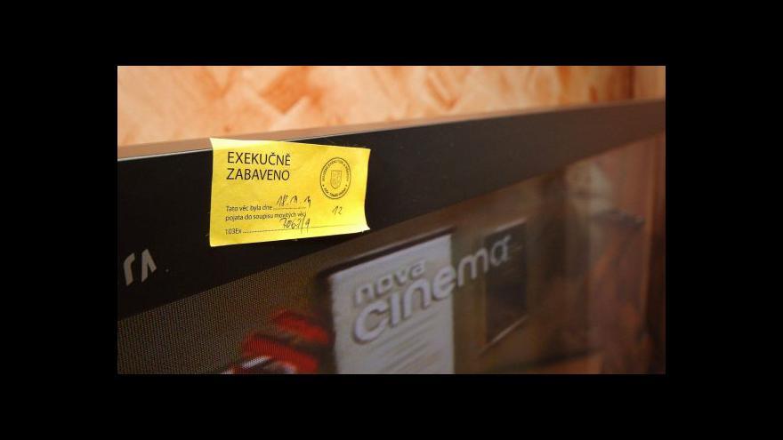 Video Co může odnést exekutor z bytu? ČSSD navrhuje zpřesnit seznam