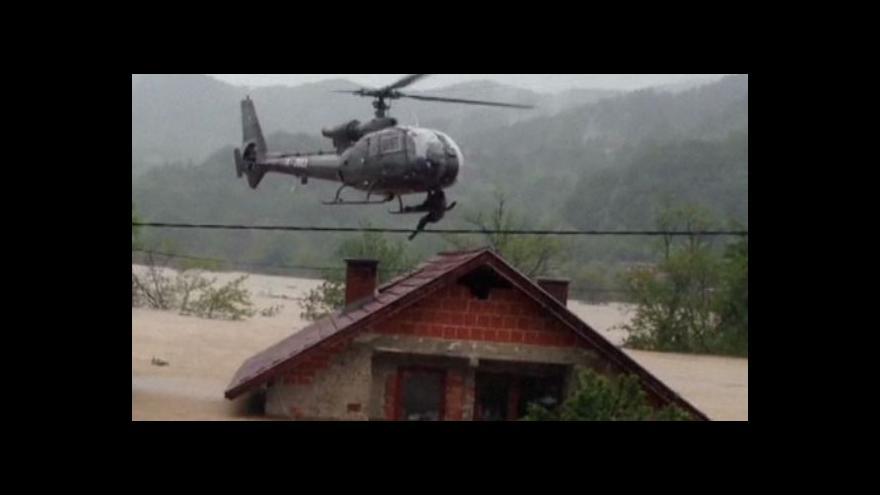Video Voda na Balkáně klesá, úklid komplikují zničené silnice i minová pole
