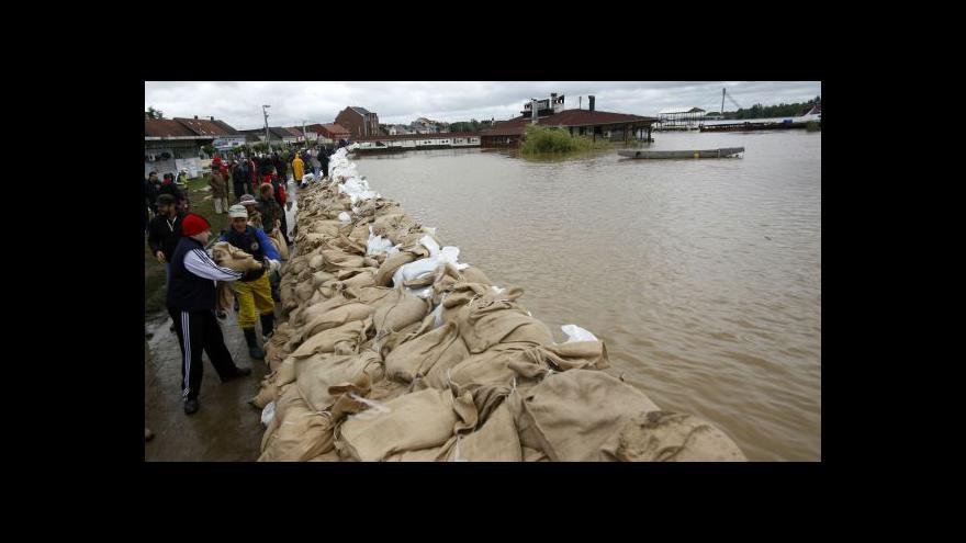 Video Situace po povodních na Balkáně se uklidňuje, pomáhají i Češi
