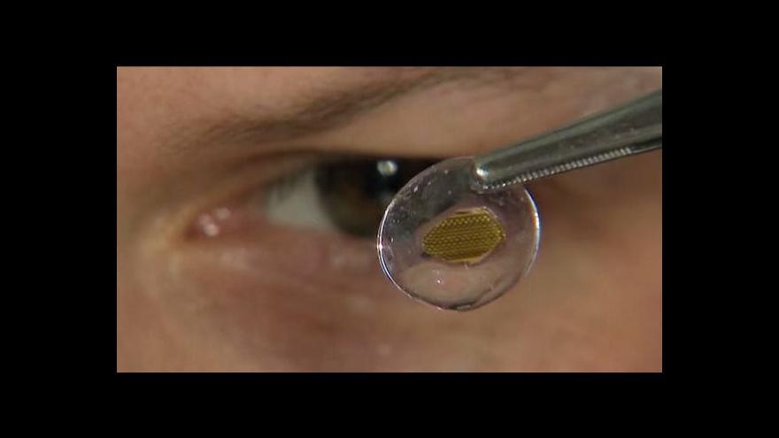 """Video Braillova kontaktní čočka umožní """"ohmatávat očima"""""""