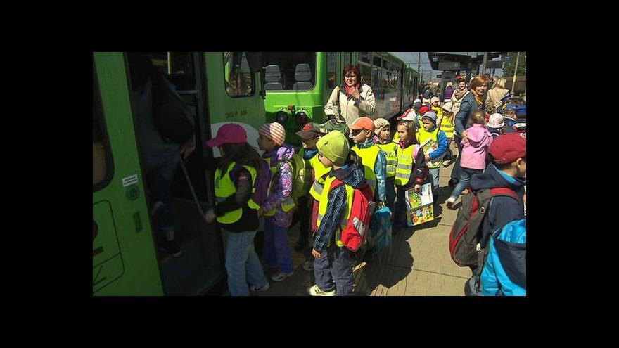 Video Cyklohráček poprvé svezl děti