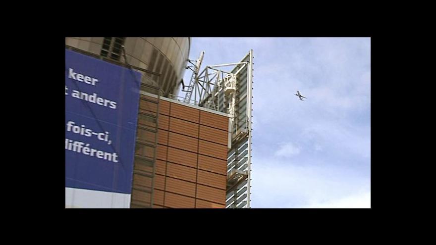 Video Obyvatelé Bruselu brojí proti přeletům stovek letadel denně