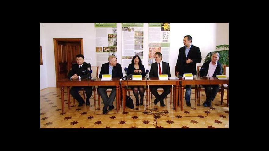 Video Brífink zástupců vlády po návštěvě Šluknovska