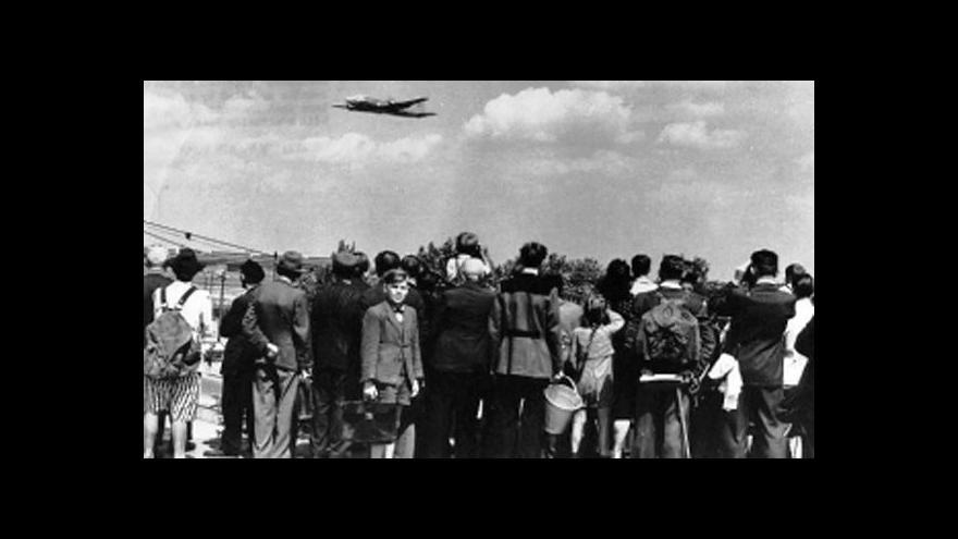 Video Blokáda Berlína: Letecký most posílil pouto mezi Berlíňany a Západem