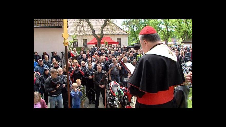 Video Kardinál Duka žehná motorkářům