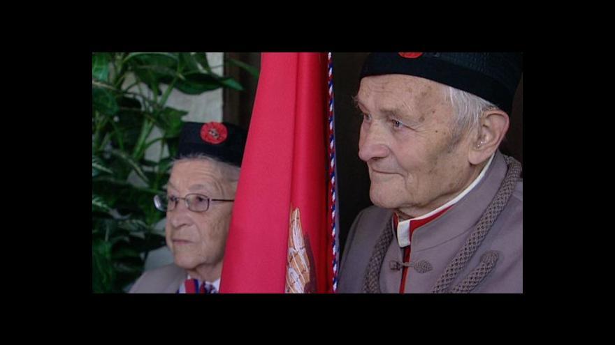 Video Lidé si připomněli oběti komunismu a romské oběti nacismu