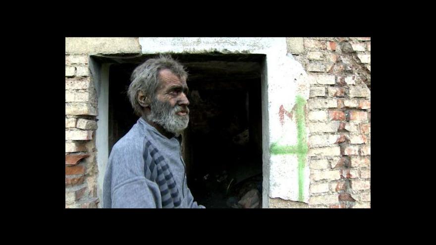 Video Nejšpinavější bezdomovec bydlí v ruinách u Nového Bydžova