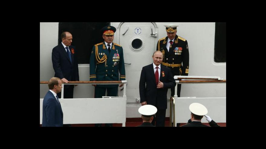 Video Bez komentáře: Putin na vojenské přehlídce v Sevastopolu