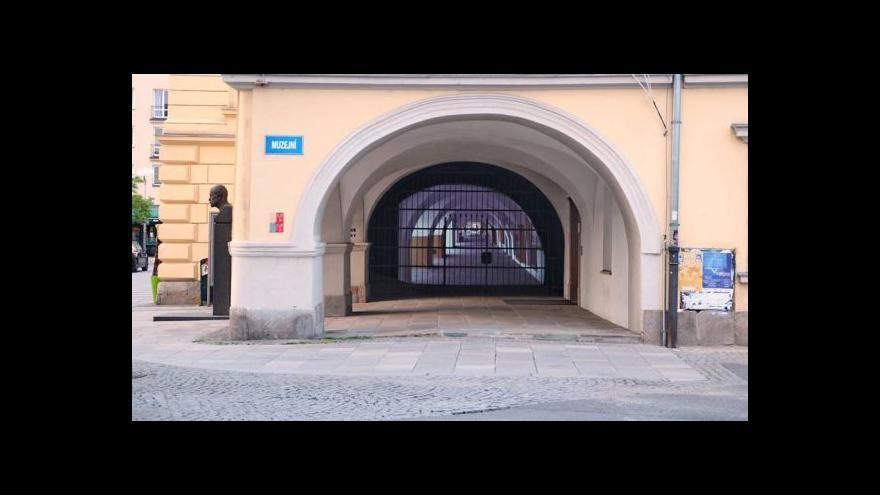 """Video V Ostravě """"dostavěli"""" lauby"""