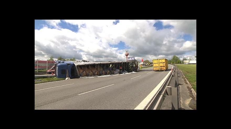Video Dálnici D1 na Brno uzavřely nehody kamionů