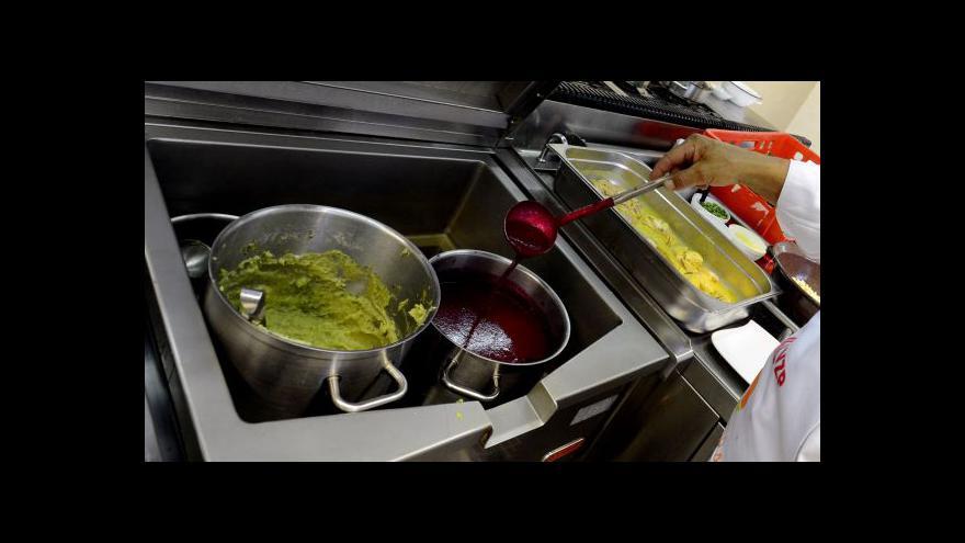 Video Ve školních jídelnách by se mohlo jíst zdravě i bezlepkově