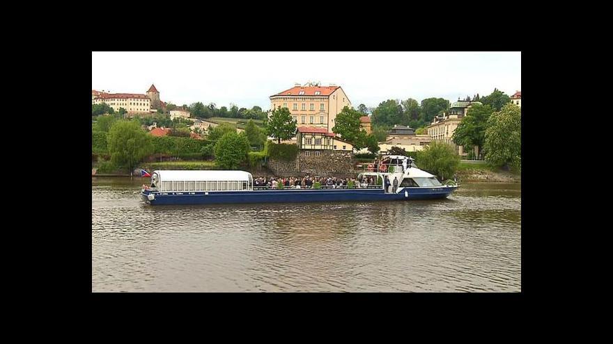 Video První den Grand Bohemie na Vltavě