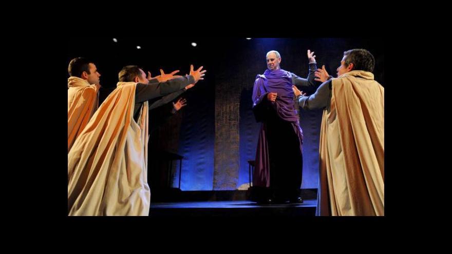 Video Shakespeare z hvězd a pruhů. Američané hrají Caesara