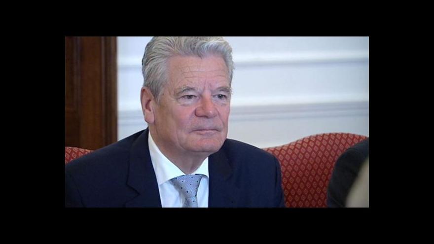 Video Německý prezident Gauck uctí památku terezínských obětí