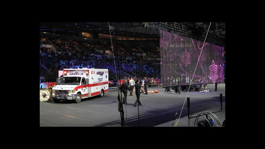 Video Při představení se zřítili akrobaté z výšky 11 metrů