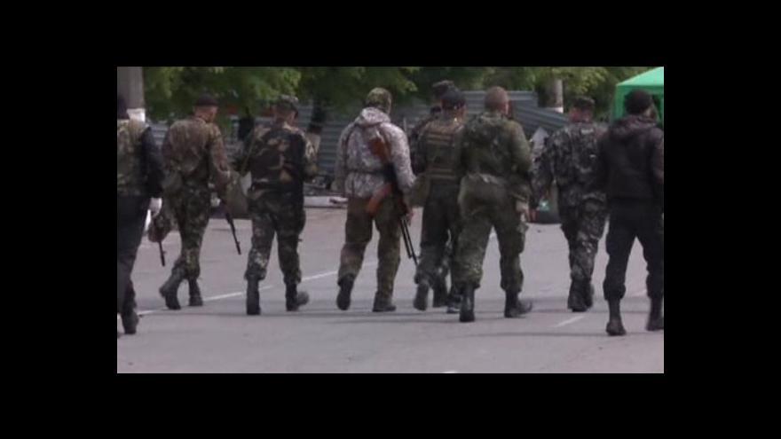 Video Ukrajinská armáda pokračuje v operaci proti separatistům, Kyjev a Moskva se obviňují z oděského incidentu