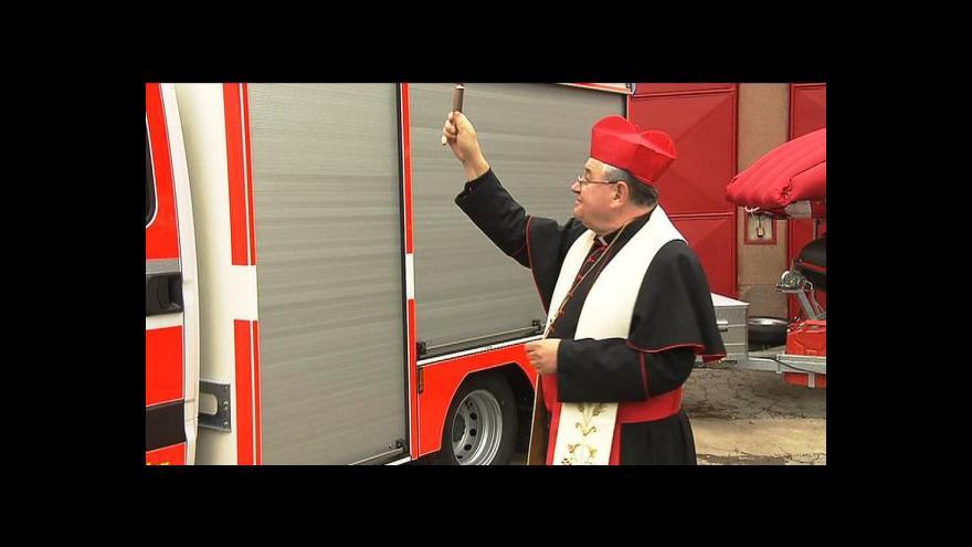 Video Zítra bude Floriána. Duka požehnal hasičskému vozu