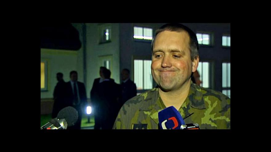 Video Český důstojník Přerovský v pořádku dorazil do Prahy