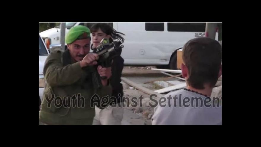 Video Izraelská armáda čelí kritice – voják mířil na Palestince