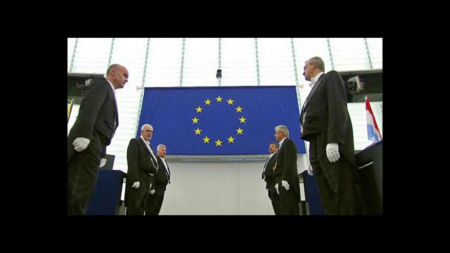 Video Deset let pod společnou evropskou vlajkou