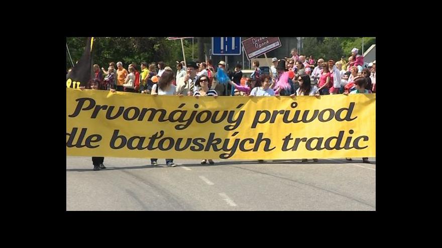 Video NO COMMENT: Zlínem prošel průvod ve stylu baťovských tradic