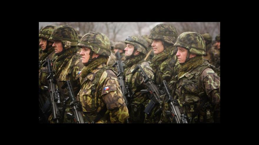 """Video Sobotka chce víc peněz pro armádu - aby nebyla """"Potěmkinova vesnice"""""""