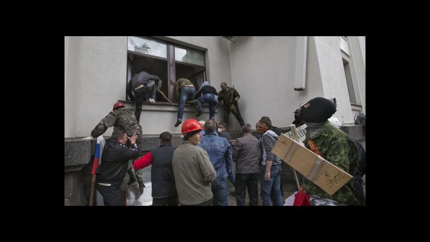 Video Bez komentáře: Separatisté obsazují budovy v Luhansku
