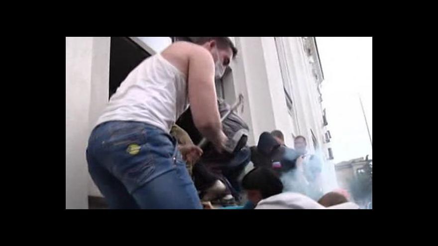 Video Proruští separatisté ovládají Luhansk