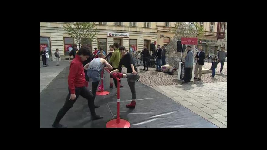 Video NO COMMENT: Baletní lekce v ulicích Brna