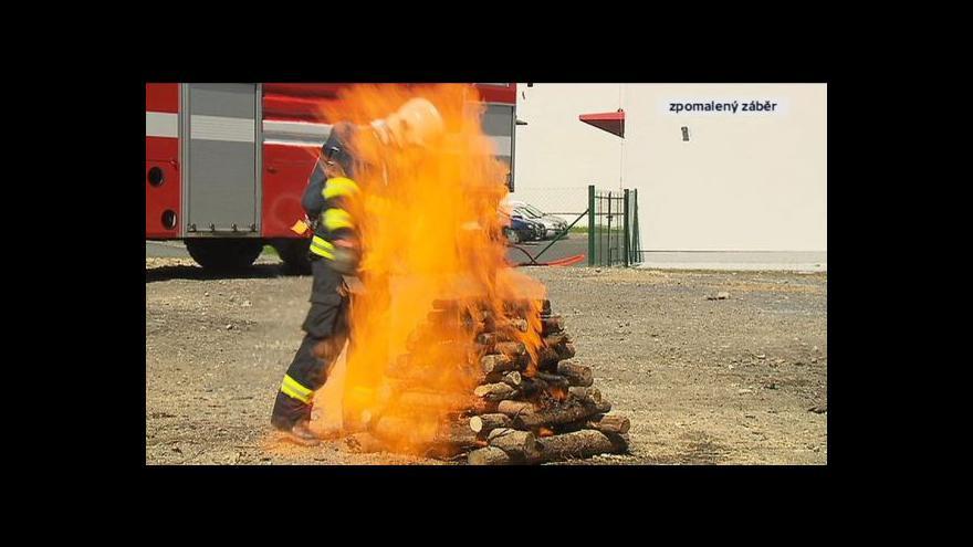 Video Test ČT: Co se stane, když oheň zapálíte pomocí benzinu