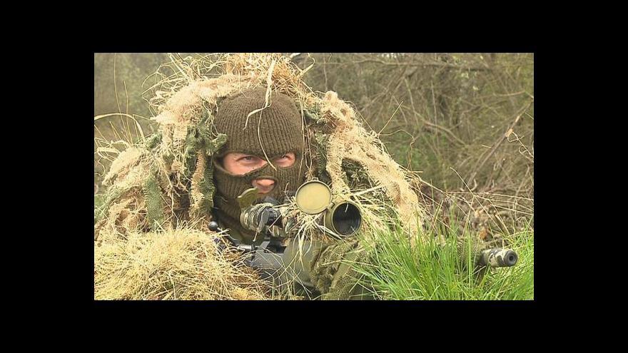 Video Odstřelovači Hradní stráže vyzkoušeli v Doupově nové pušky