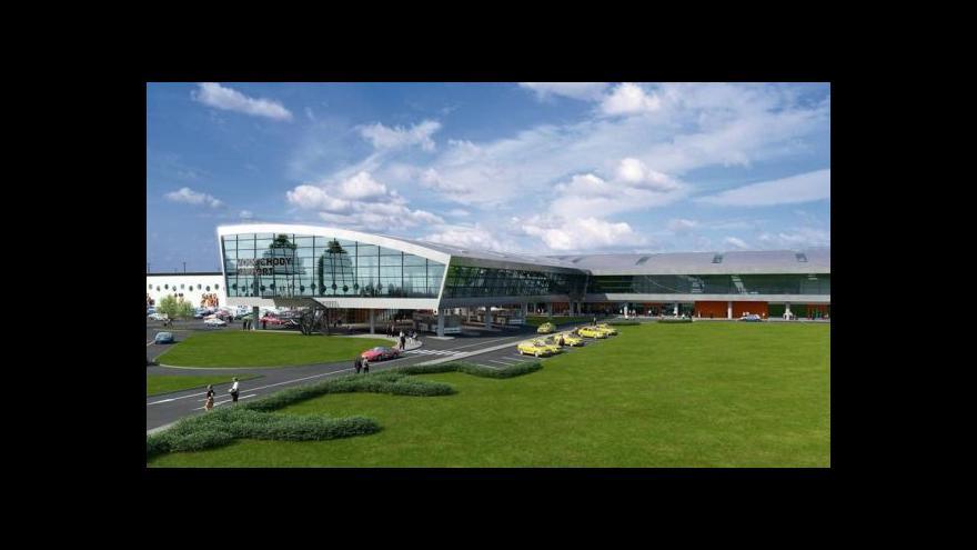 Video Ministr Brabec si posvítí na rozhodnutí o rozšíření letiště ve Vodochodech
