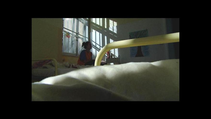 Video Drogová centra mají až dvouměsíční čekací list
