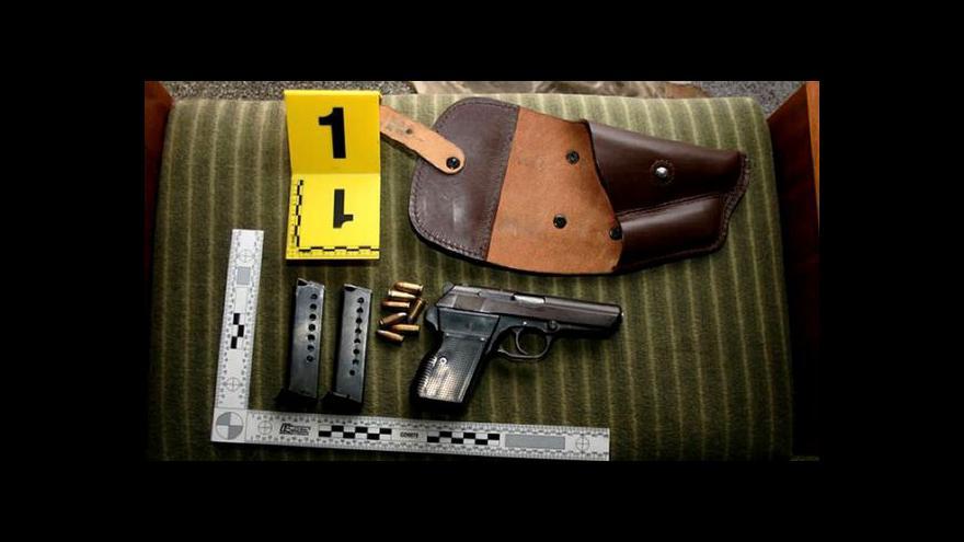 Video Kriminalisté odhalili nelegální obchodníky se zbraněmi