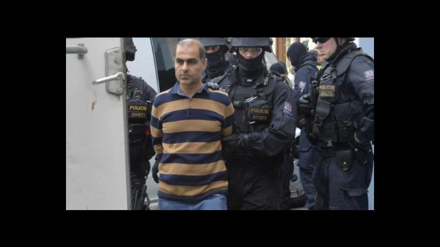 Video Policie zatýkala v Islámské nadaci kvůlu rasistické knize