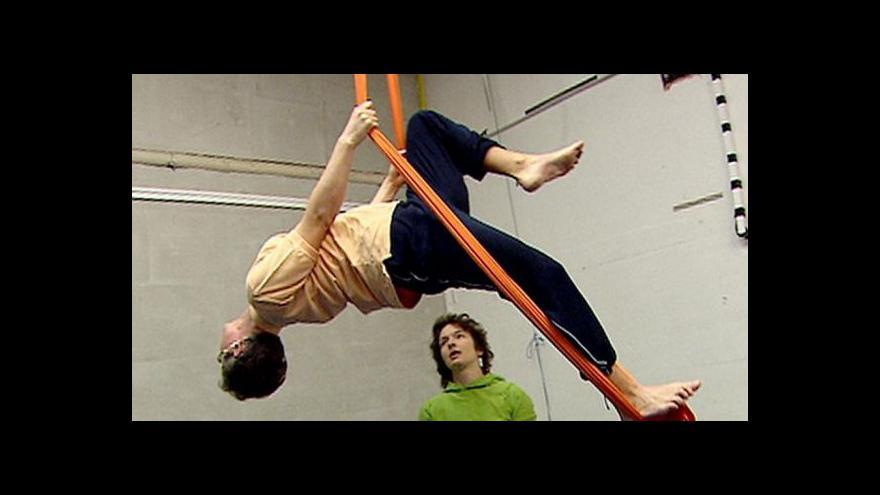 Video Nevidomí akrobaté otevírají nové rozměry cirkusu
