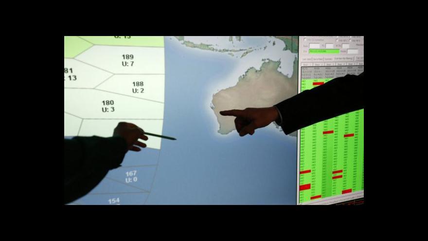 Video Vyšetřovatelé zkoumají možné předměty ze ztraceného letounu
