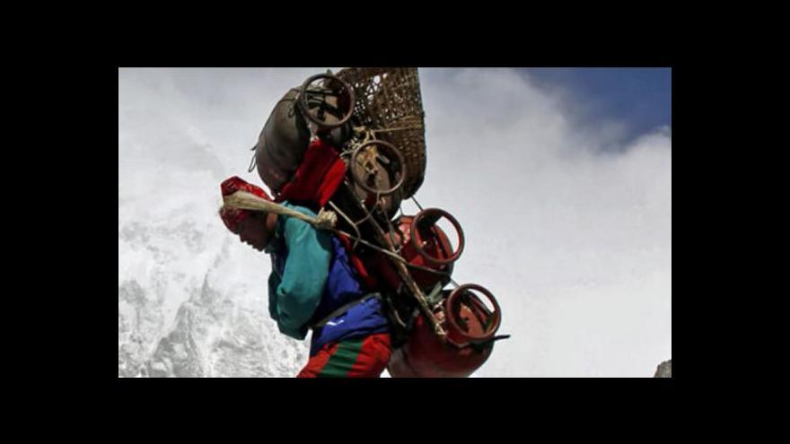 Video Nepálská pieta: Výpravy na Everest se zastavily