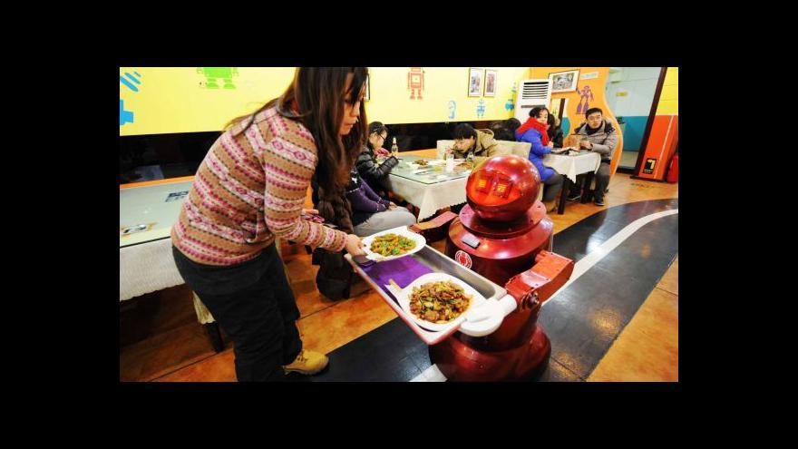 Video V čínské restauraci obsluhují místo číšníků roboti