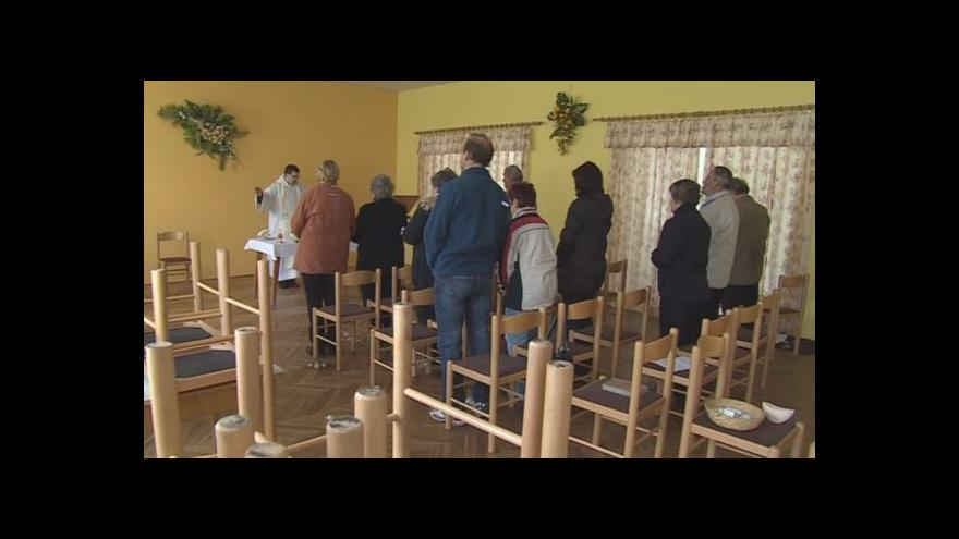 Video No comment: Bohoslužba v nemochovickém kulturním domě