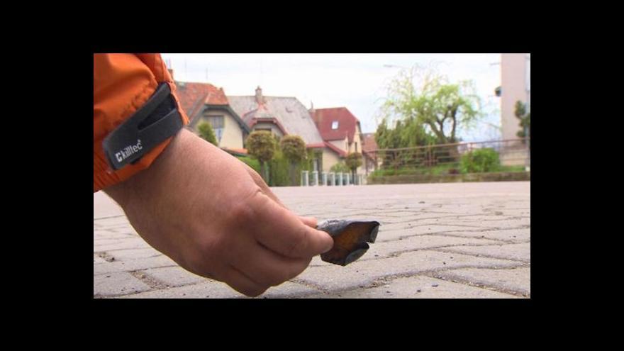 Video Při požáru v Lanškrouně létaly vzduchem sifonové bombičky