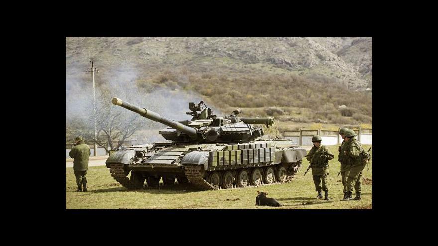Video Kreml: Ruští vojáci jsou u hranic kvůli nestabilní Ukrajině