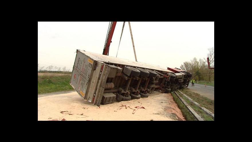 Video Kamion od rána blokoval R10 u Tuřic