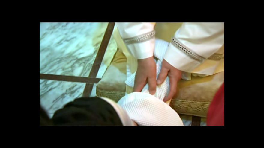 Video No comment: Papež omyl nohy postiženým