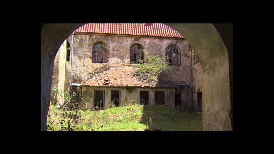 Video Oprava kláštera měla v dubnu skončit, ale začne až v květnu