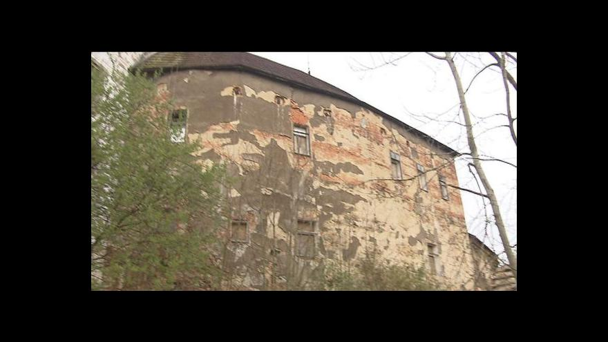 Video Zámek Rožmitál chátrá, majitel není k nalezení
