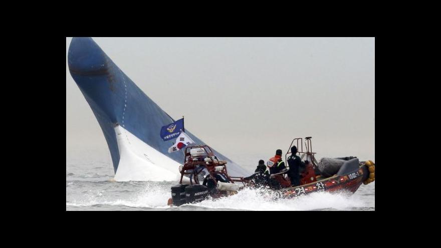 Video Ztroskotaný trajekt: Naději představují vzduchové kapsy