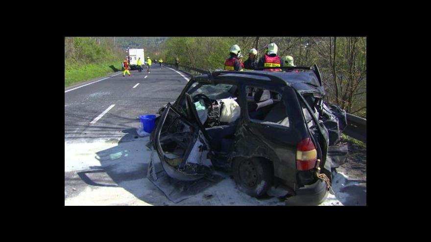 Video Nehoda blokovala silnici I/30